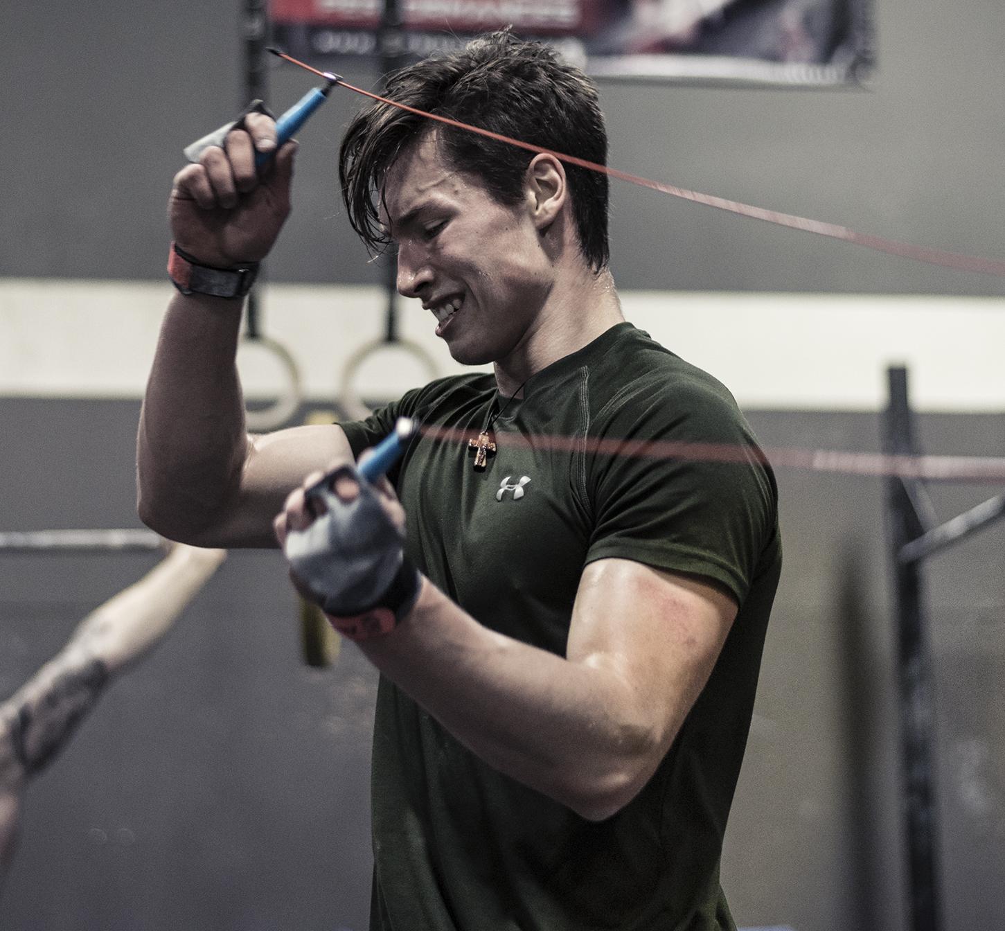 Un des meilleurs athlètes de CrossFit du Québec, Benoit Boulanger, en photo lors de sauts à la corde