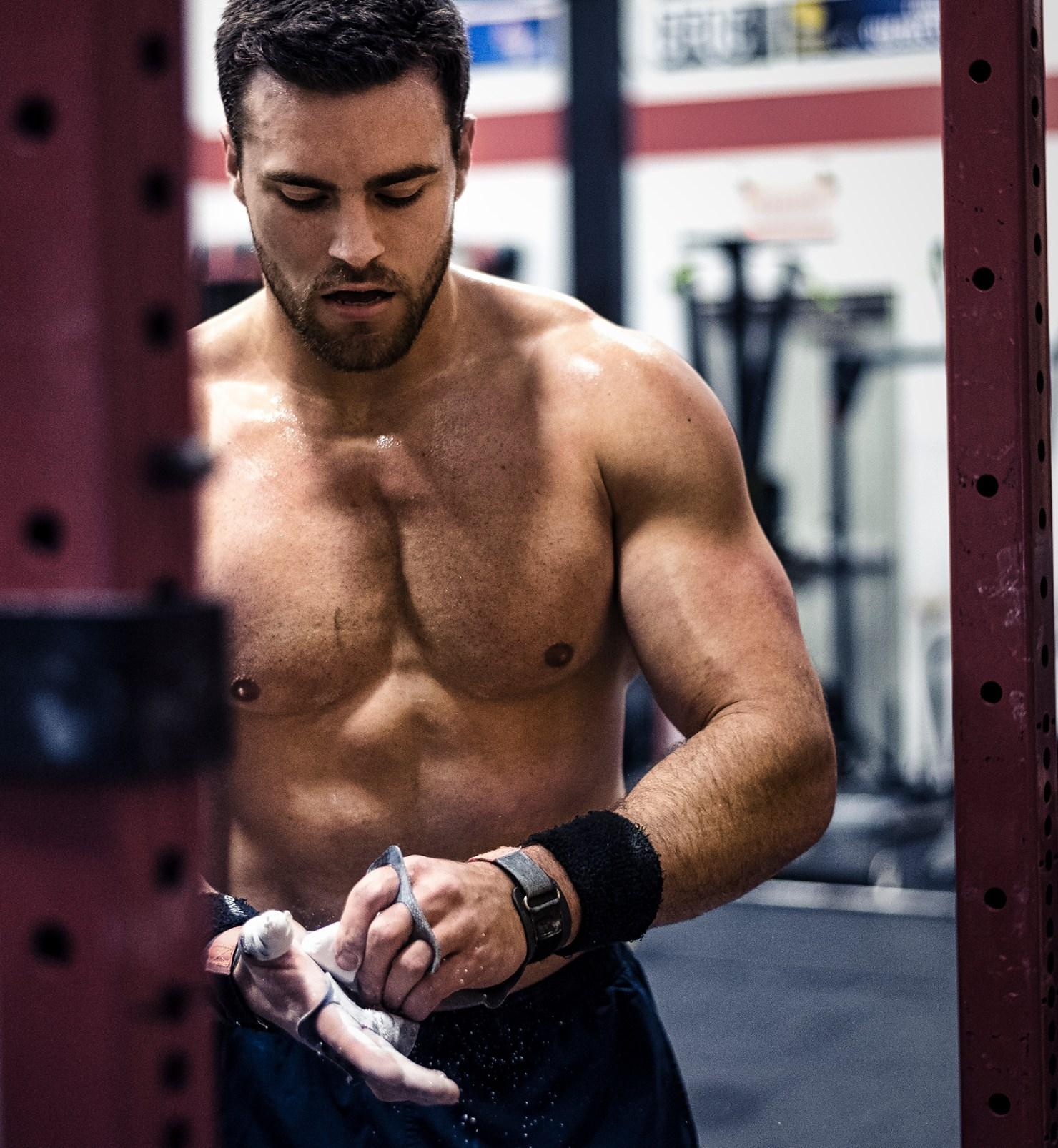 Un des meilleurs athlètes de CrossFit au Canada, Alex Vigneault en photo